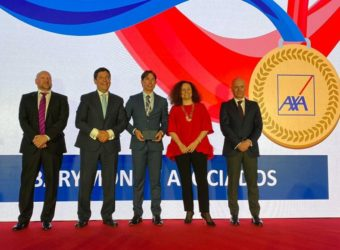 barymont axa Javier Montaraz Director General de Barymont recibe un premio de AXA