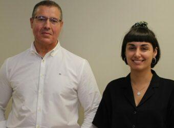 Miguel Ángel Pazos y Olatz Alonso, junto con interfaces de la aplicación copia (1)
